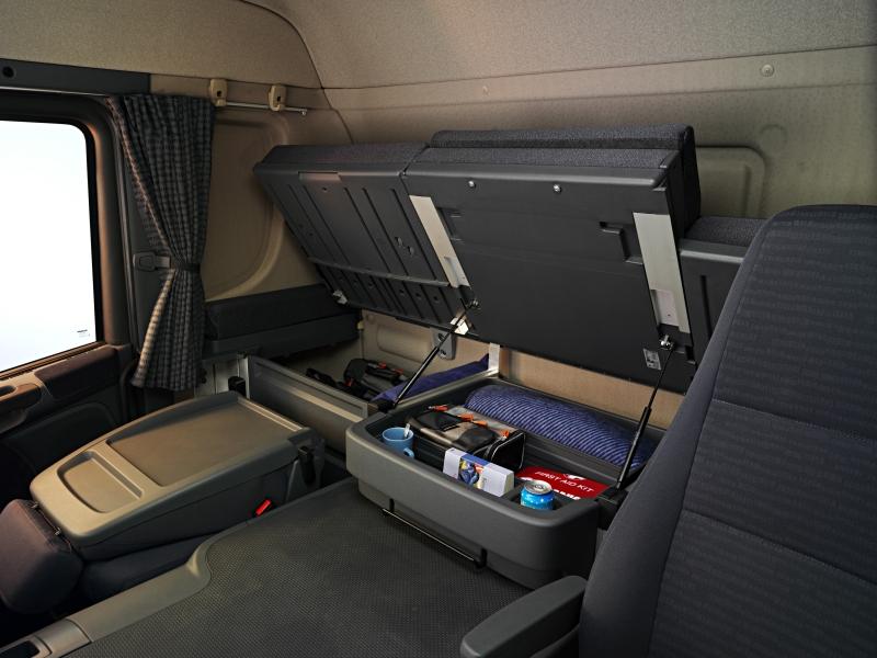 Удобные места для хранения в длинной кабине Скания серии Р