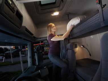 купить седельный тягач Хабаровск у дилера Scania фото кабины